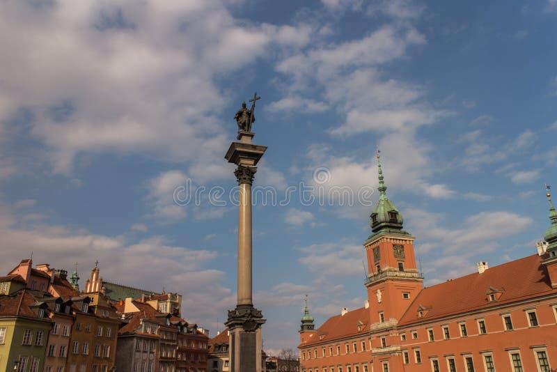 De koninklijke Kasteel en Kolom van Sigismund ` s in Oude Stad van Warshau, Polen royalty-vrije stock afbeelding