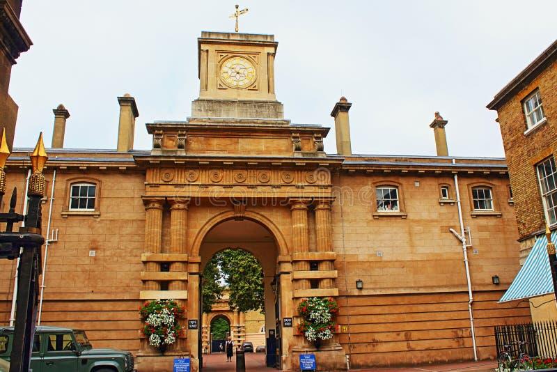 De Koninklijke Mews Buckingham Palace-ingang Londen stock afbeeldingen