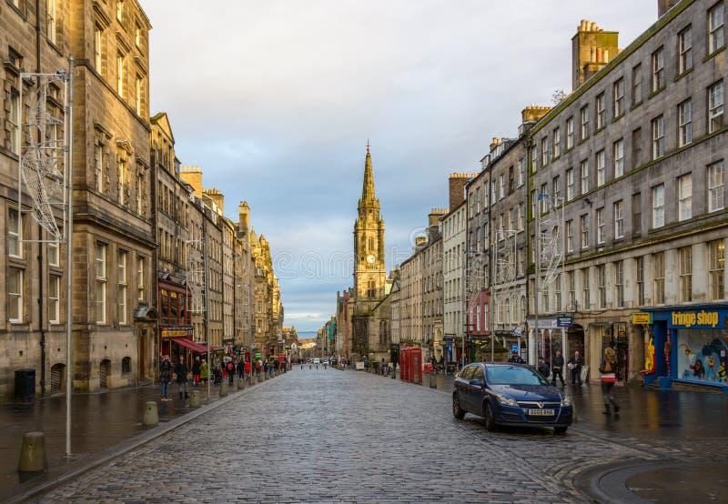 De Koninklijke Mijl bij zonsondergang in Edinburgh royalty-vrije stock afbeelding