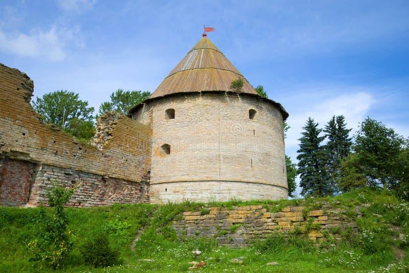 De Koninklijke toren van het Oreshek-Vestingsclose-up op een zonnige Augustus-dag Shlisselburg Rusland royalty-vrije stock foto's