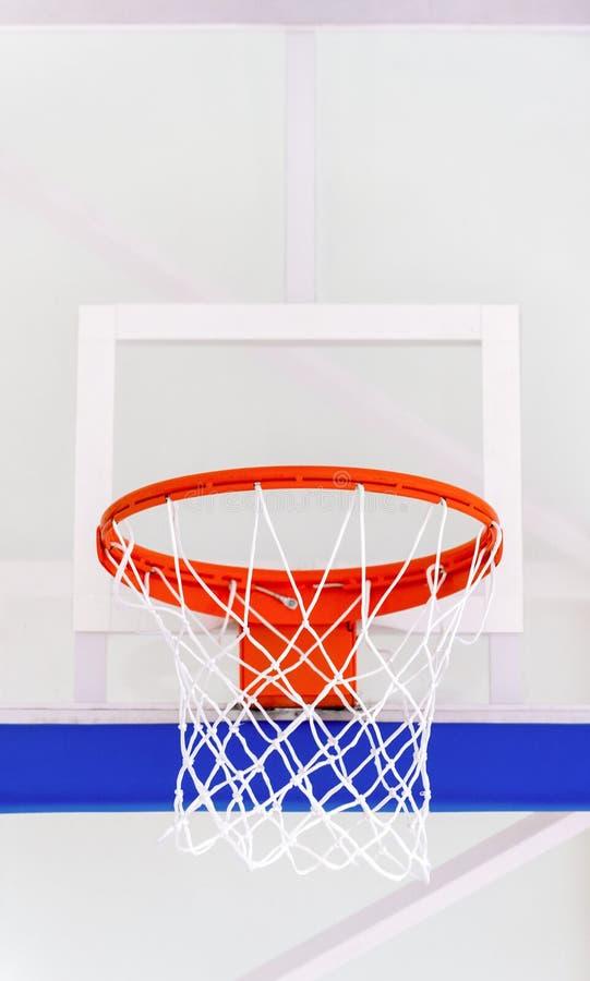De kooi van de basketbalhoepel, geïsoleerde grote rugplankclose-up, nieuwe outd stock foto's