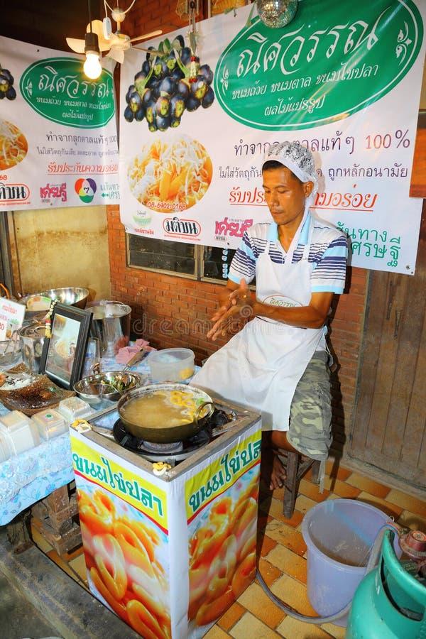 De koopwaar die Thais inheems dessert maakt stock fotografie