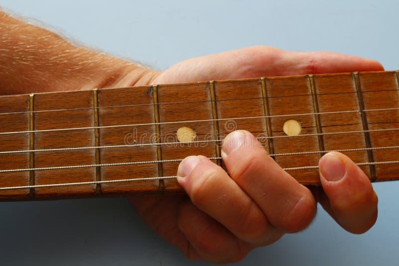 De koorden op de gitaar stock foto's