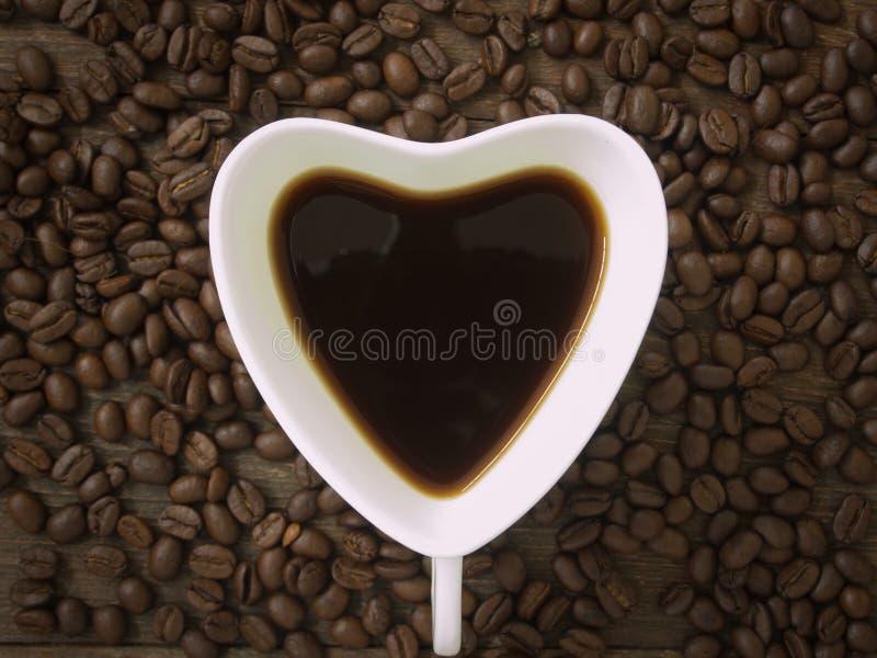 De kop van de koffie met hart stock afbeeldingen