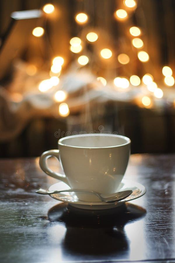 De kop van de thee met lepel royalty-vrije stock afbeeldingen