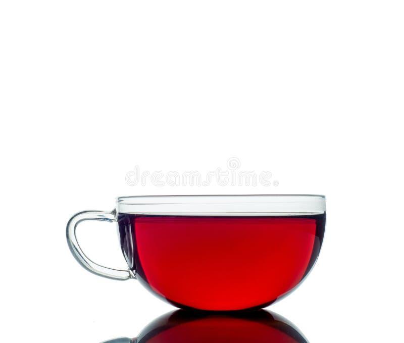 De kop van het glas van zwarte thee Geïsoleerdj op witte achtergrond stock afbeelding