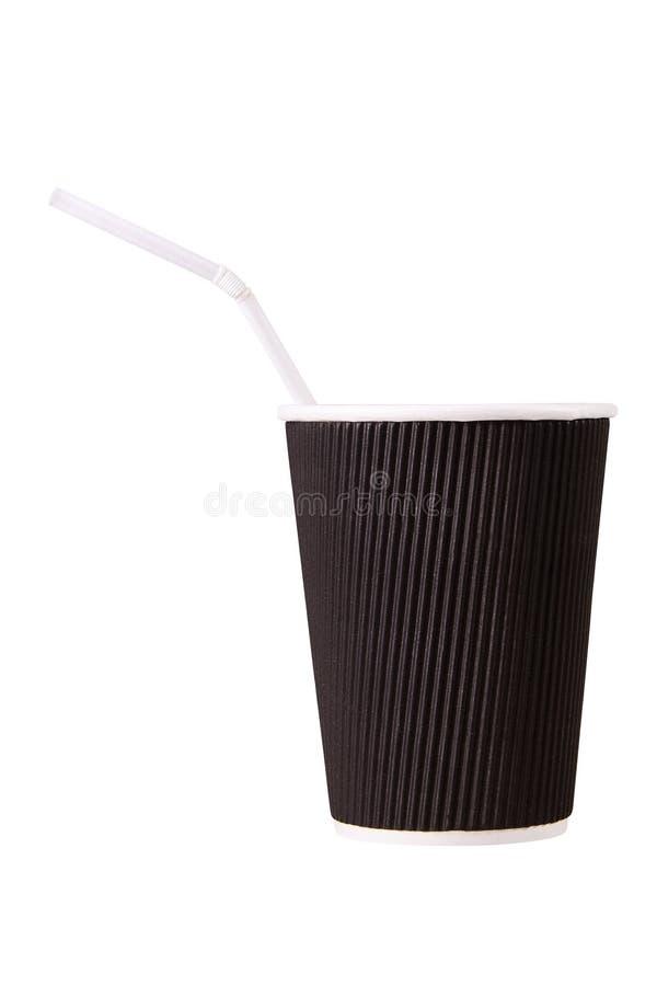 De kop van de pakpapierkoffie met stro op witte achtergrond wordt geïsoleerd die stock afbeelding
