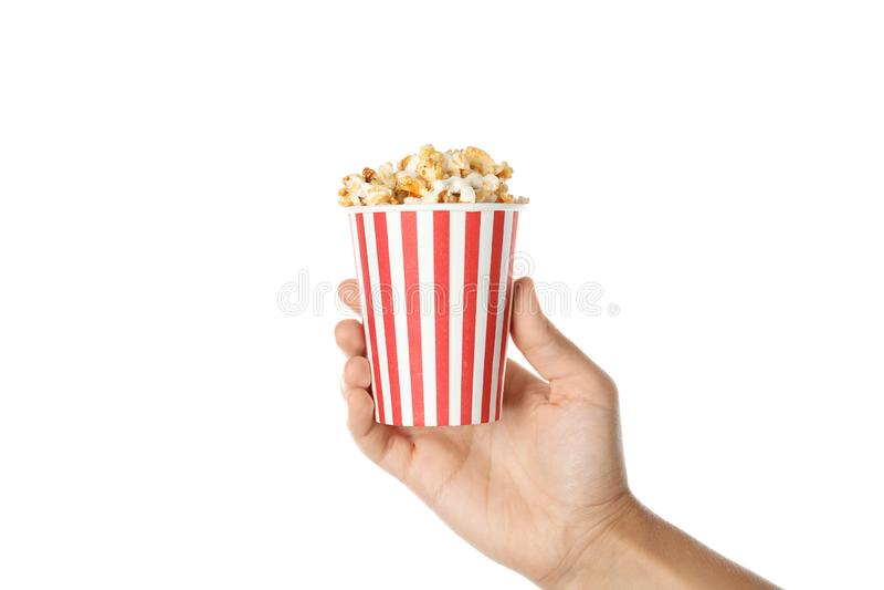 De kop van de vrouwenholding met heerlijke popcorn op witte achtergrond stock foto's