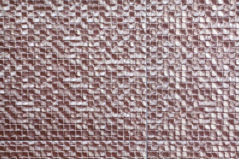 De koper-gekleurde tegels worden gebruikt om de muren van de faciliteit te verfraaien Welke als achtergrond wordt gebruikt royalty-vrije stock afbeeldingen