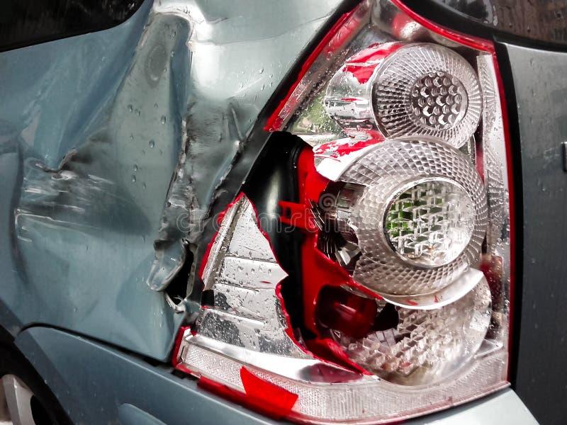 De koplamp van de autodoorbraak na een ongeval royalty-vrije stock foto