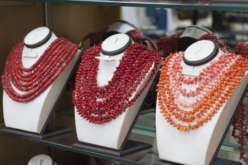 De koraalparels worden aangeboden als herinneringen royalty-vrije stock foto's