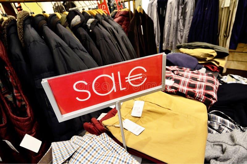 De korting van de verkoop bij de opslag van de luxekleding in Duitsland royalty-vrije stock fotografie