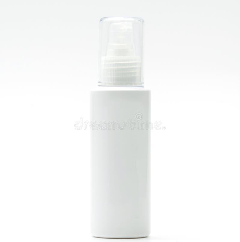 De kosmetische fles met geïsoleerde pomp, leeg etiket, voegt enkel uw eigen tekst toe royalty-vrije stock foto