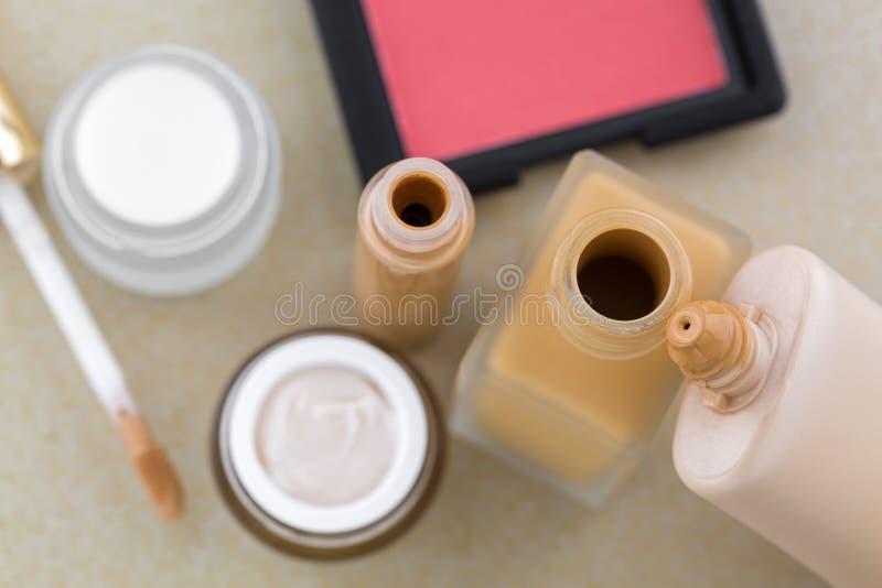 De kosmetische make-up, vloeibare stichting, camouflagestift, bloost in roze sha royalty-vrije stock foto's