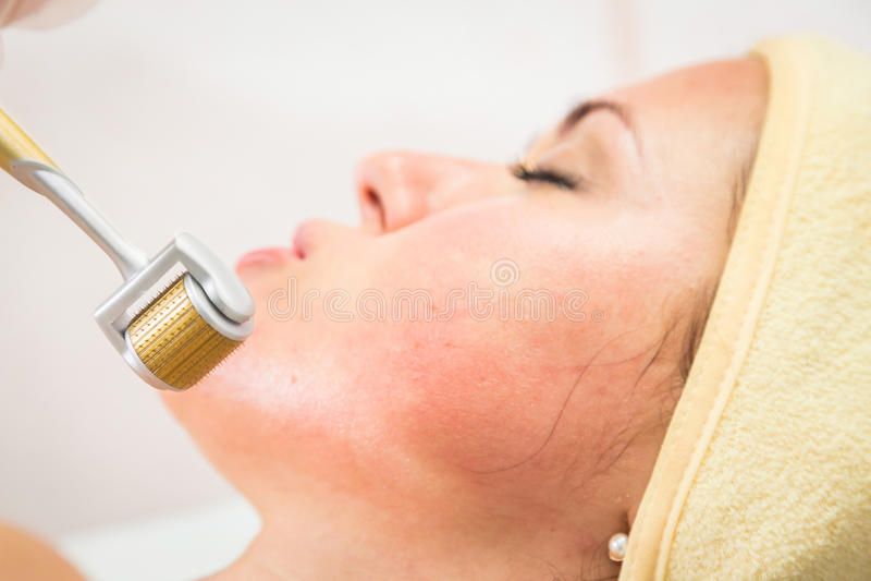 De kosmetische procedures voor het gezicht stock fotografie