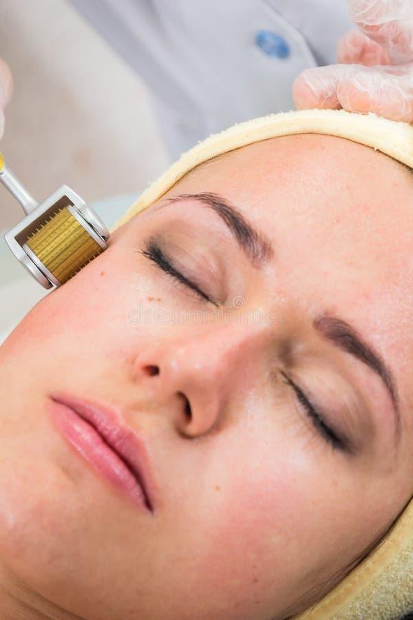 De kosmetische procedures voor het gezicht stock foto's