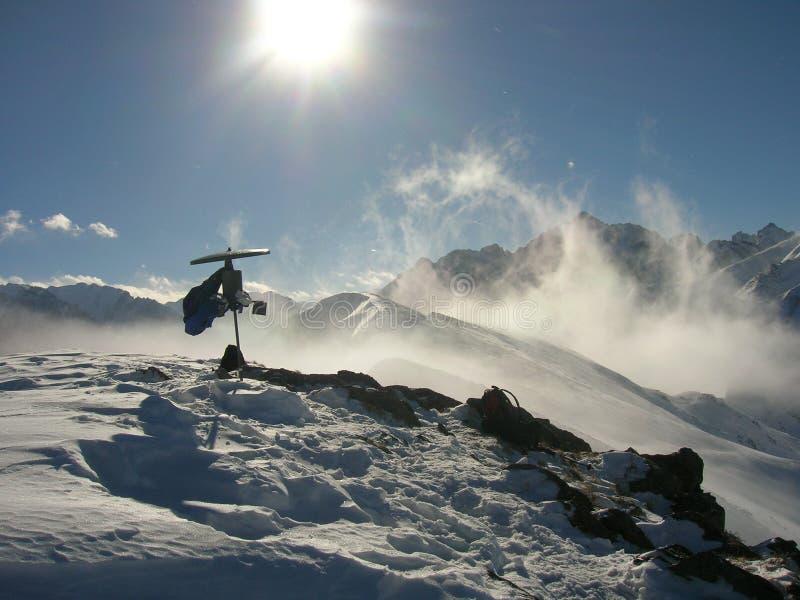 De koude winter in bergen royalty-vrije stock fotografie