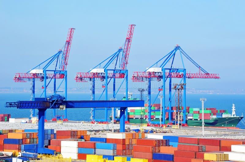 De kraan, het schip en de container van de havenlading royalty-vrije stock fotografie