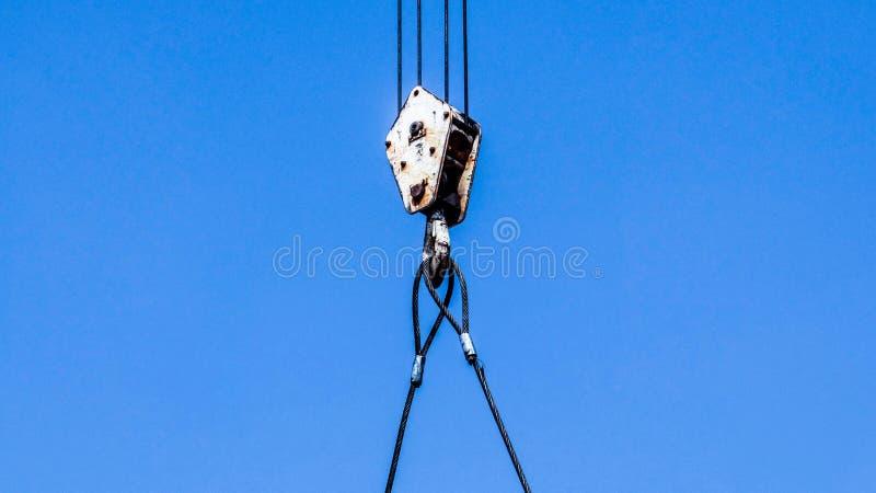 De kraan op blauwe hemel, sluit omhoog royalty-vrije stock fotografie