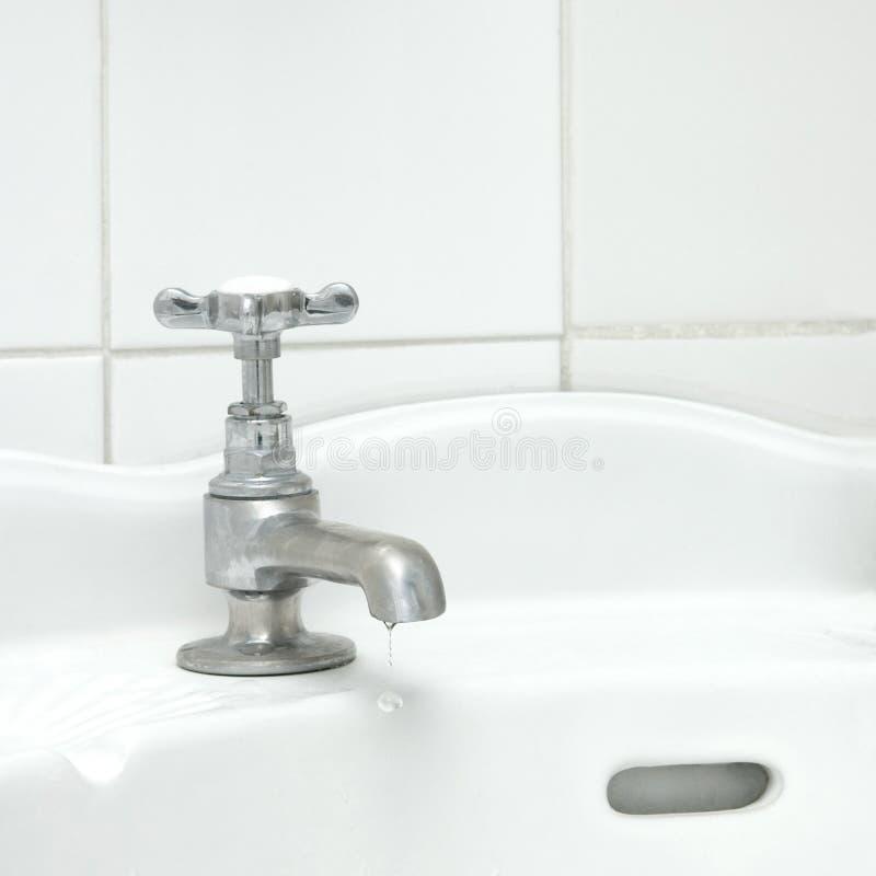 De kraan van de badkamers stock afbeelding