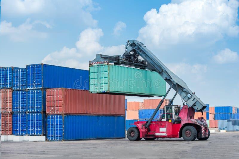 De kraan van de vrachtcontainer stock afbeeldingen