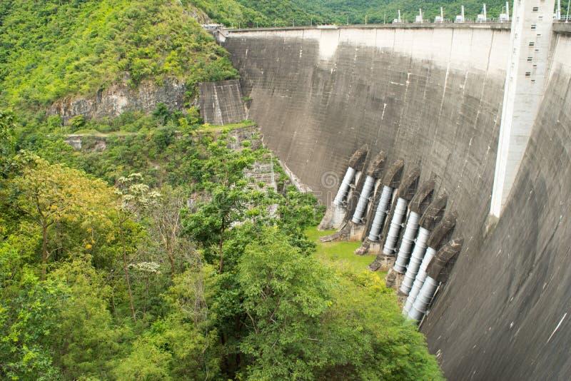 De krachtcentrale bij de Phumibol-Dam in Thailand royalty-vrije stock foto's