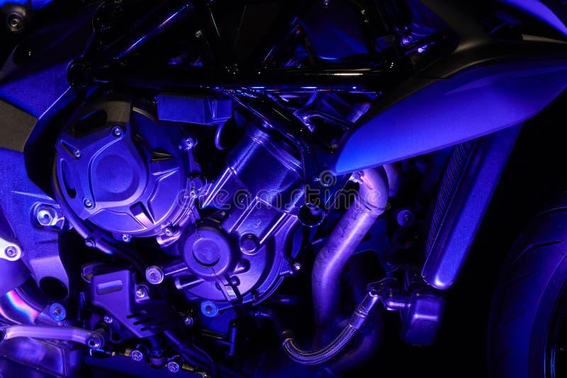 De krachtige motor van een moderne motorfietsclose-up De lay-out van de motor royalty-vrije stock foto