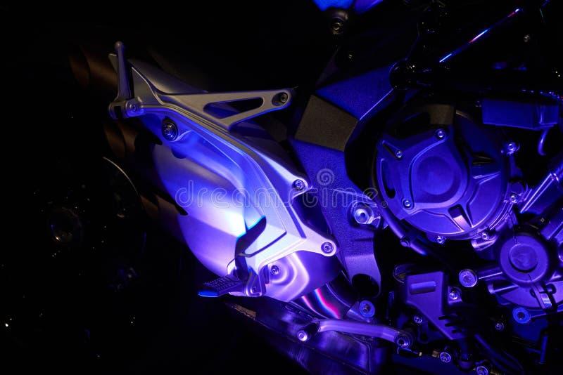 De krachtige motor van een moderne motorfietsclose-up De lay-out van de motor royalty-vrije stock afbeeldingen