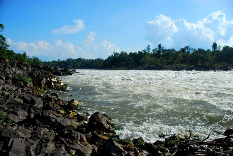 De krachtige Watervallen van Khone Phapheng dichtbij Don Det royalty-vrije stock foto