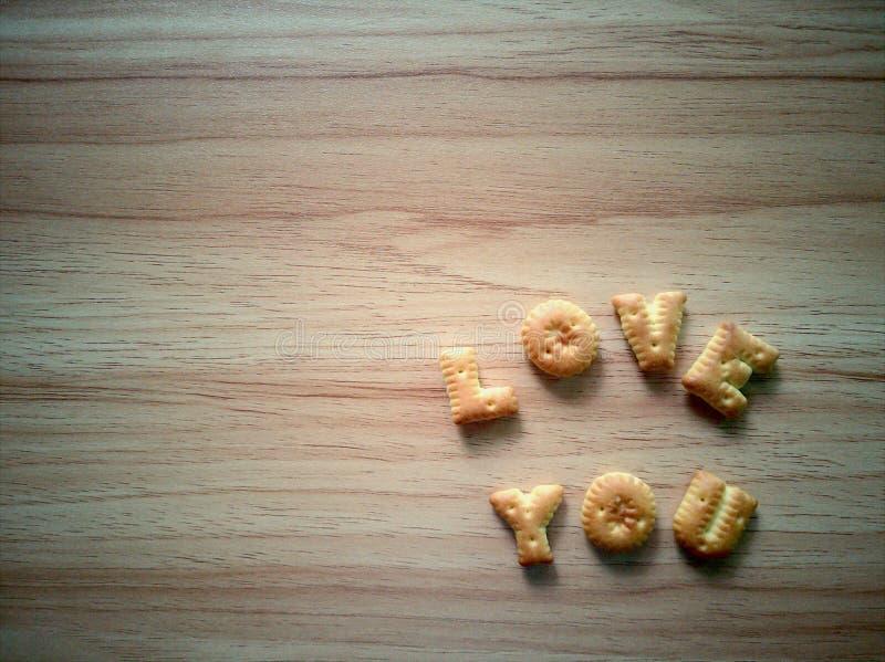 De kraker alfabeten van Love You op de houten tafel royalty-vrije stock fotografie