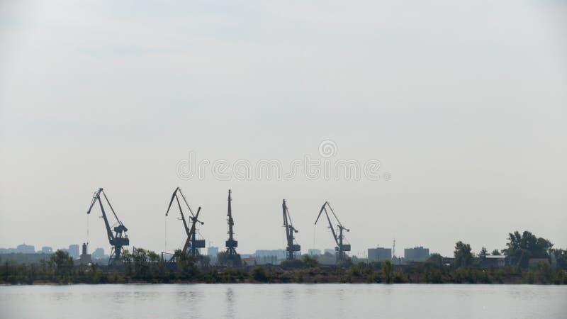 De kranen van de havenlading - silhouet royalty-vrije stock foto's