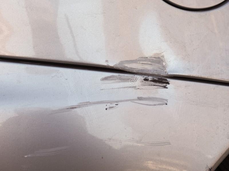 De krassen schaaft dings en deuken op auto stock fotografie