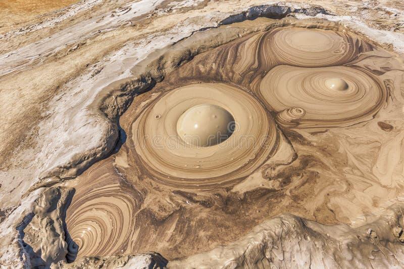 De krater van de moddervulkaan royalty-vrije stock afbeeldingen