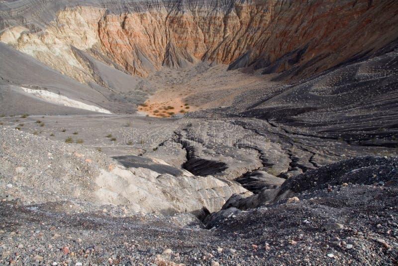 De Krater van de vulkaan stock afbeeldingen