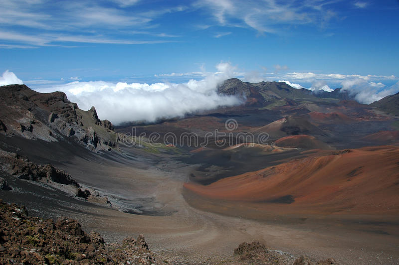 De krater van vulkaan Haleakala. stock foto's