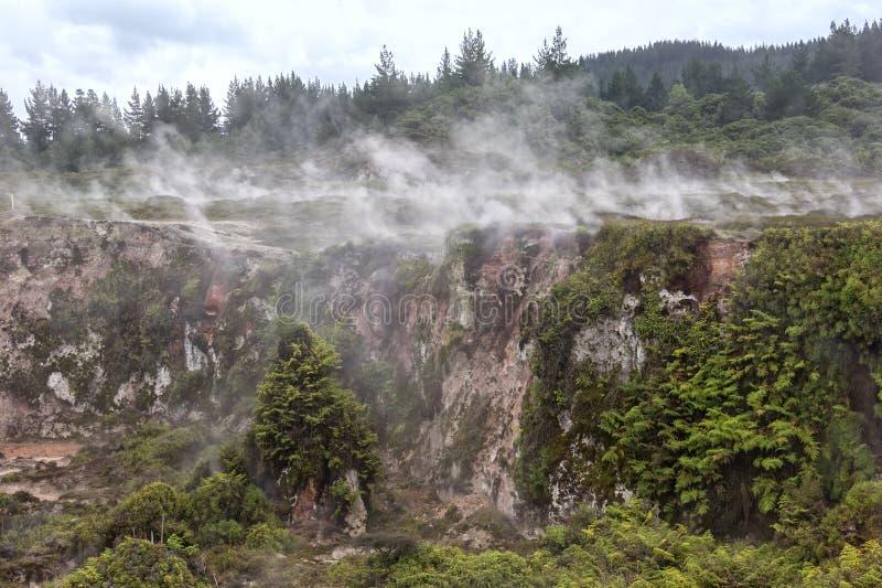 De Kraters van de Maan zijn een interessante geothermische gang, T royalty-vrije stock fotografie