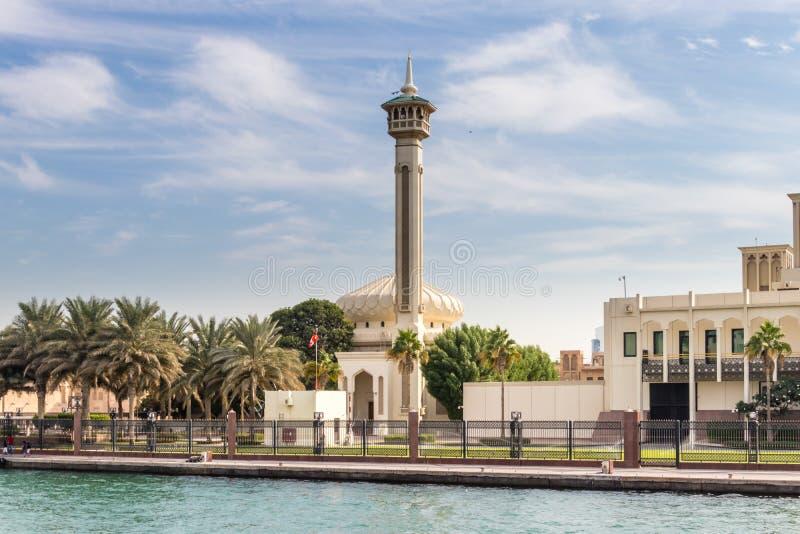 De Kreek van Doubai en zijn beroemde moskees royalty-vrije stock fotografie