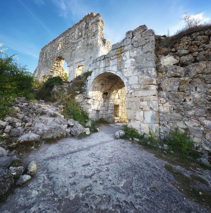 De Krim, ruïnescitadel bovenop berg stock fotografie