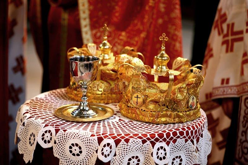 De kronen van het huwelijk royalty-vrije stock foto's
