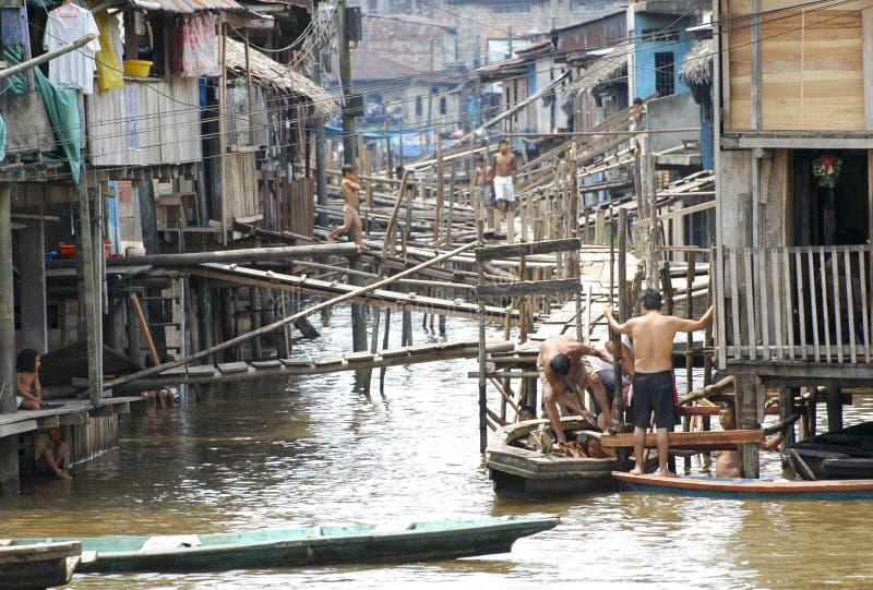 De krottenwijken van het dorp van Belen in Iquitos, Peru in het regenwoud van Amazonië royalty-vrije stock fotografie