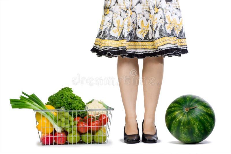 De kruidenierswinkel van de vrouw het winkelen stock afbeeldingen