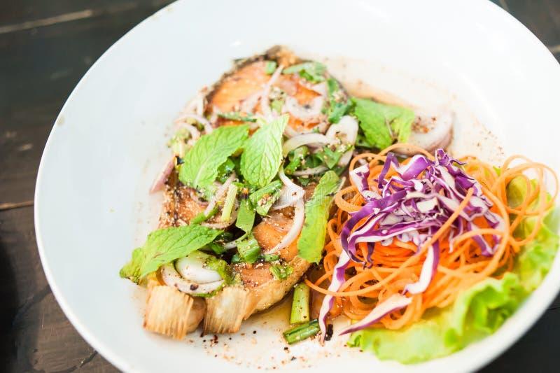 De kruidige Salade van de Zalm royalty-vrije stock foto's