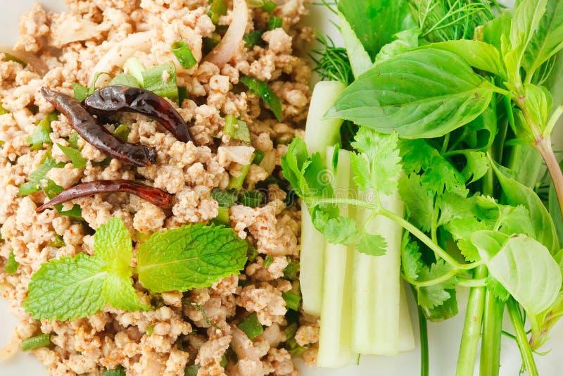 De kruidige salade van het Larbvarkensvlees stock foto's