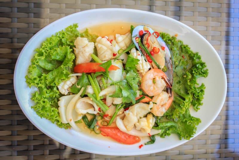De kruidige Salade van Zeevruchten stock afbeeldingen