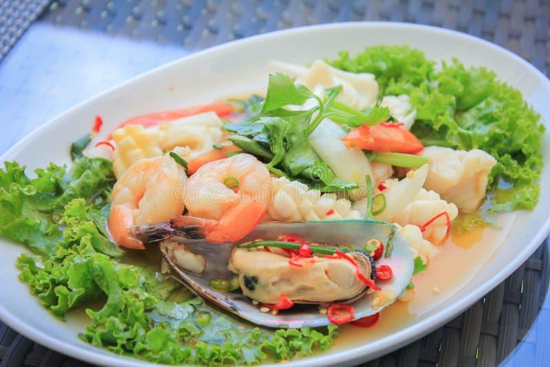 De kruidige Salade van Zeevruchten stock foto's