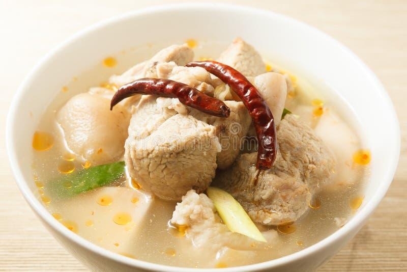 De kruidige soep van varkensvleesribben stock foto