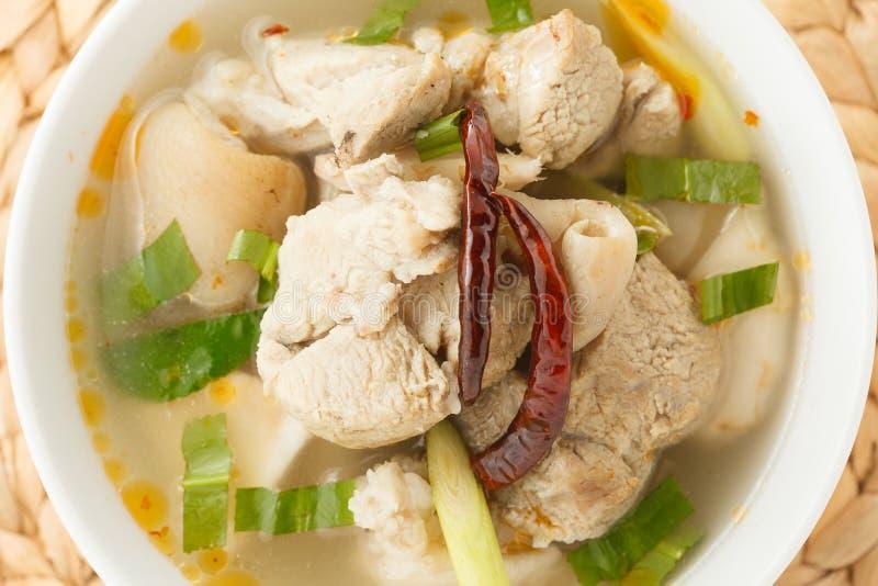 De kruidige soep van varkensvleesribben stock afbeelding
