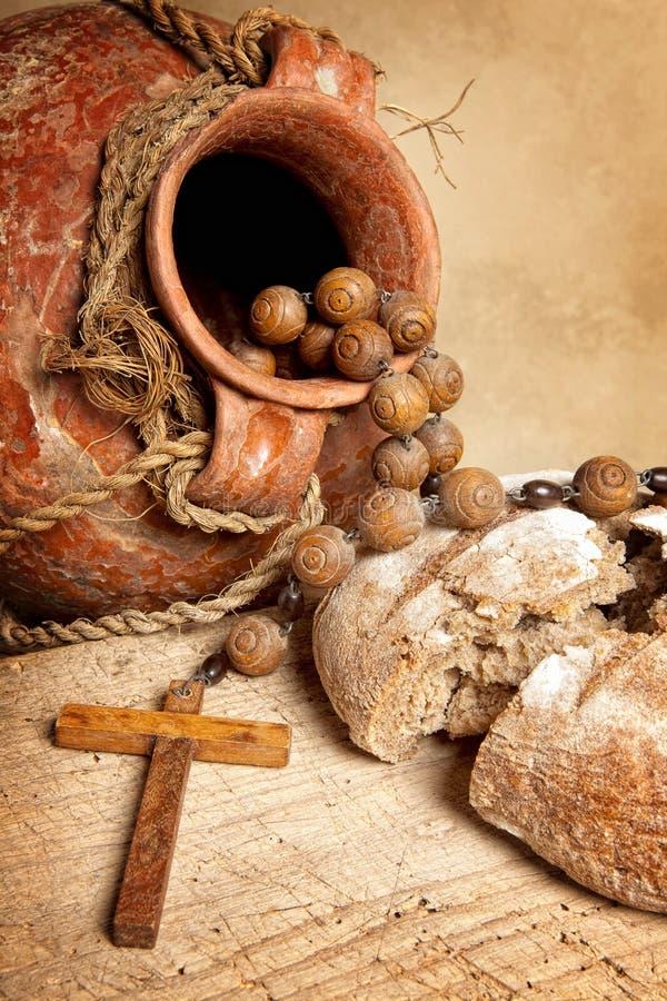 De kruik en het brood van de wijn stock afbeelding