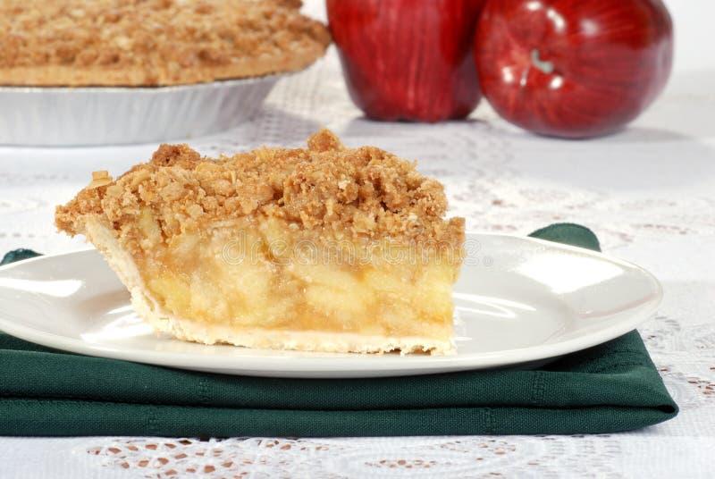 De kruimeltaart van de appel met pastei op de achtergrond royalty-vrije stock foto's