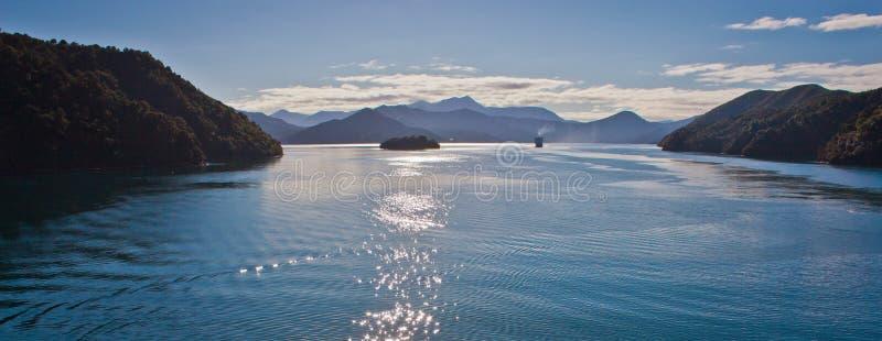 De kruising van Cook Inlet door veerboot van Wellington aan Picton in Nieuw Zeeland stock foto's